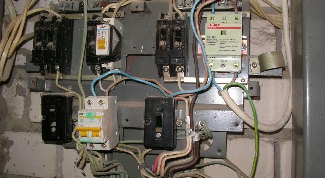 Какую информацию следует помнить о прокладке электрических проводов в собственном коттедже