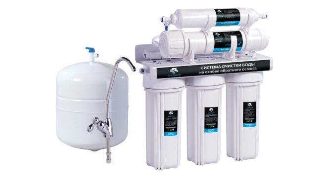 Фильтрация воды при помощи системы обратного осмоса